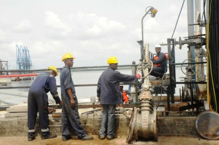 OIL-WORKER-rig1